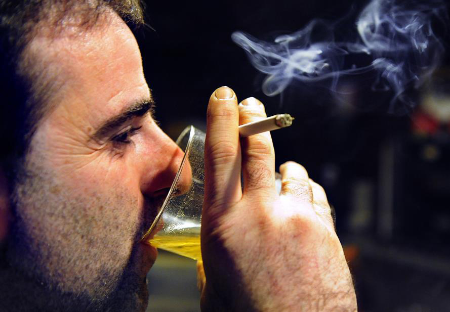 don't smoke while drinking alcohol