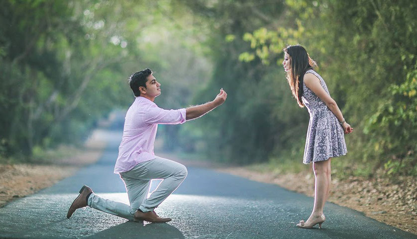 Choose Your Outfit Depend Upon The Place You're shooting In Your Pre-Wedding Shoot