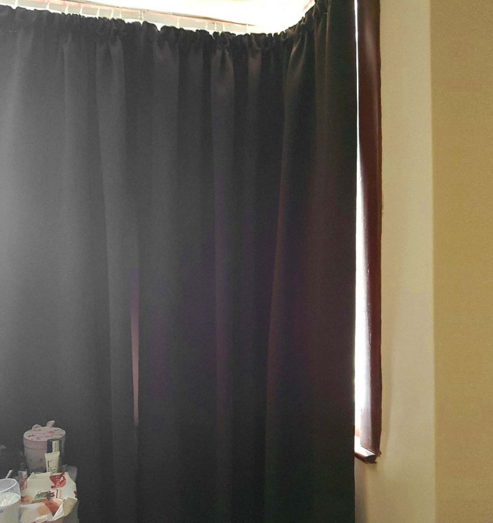 Choose thick curtains in winter