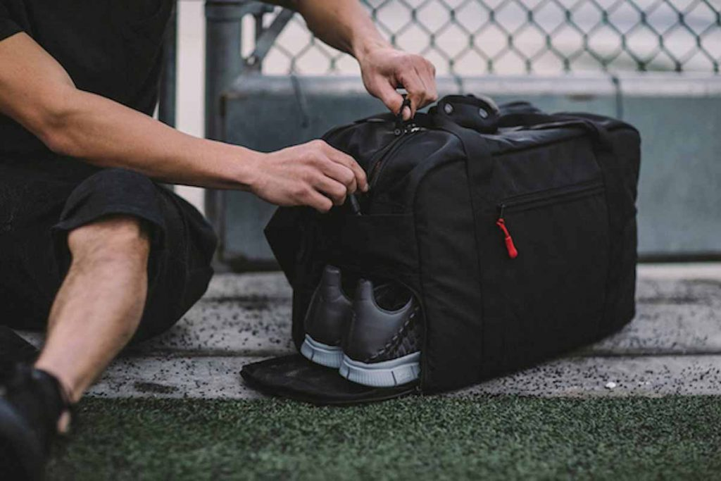 Men basic gym bag must haves