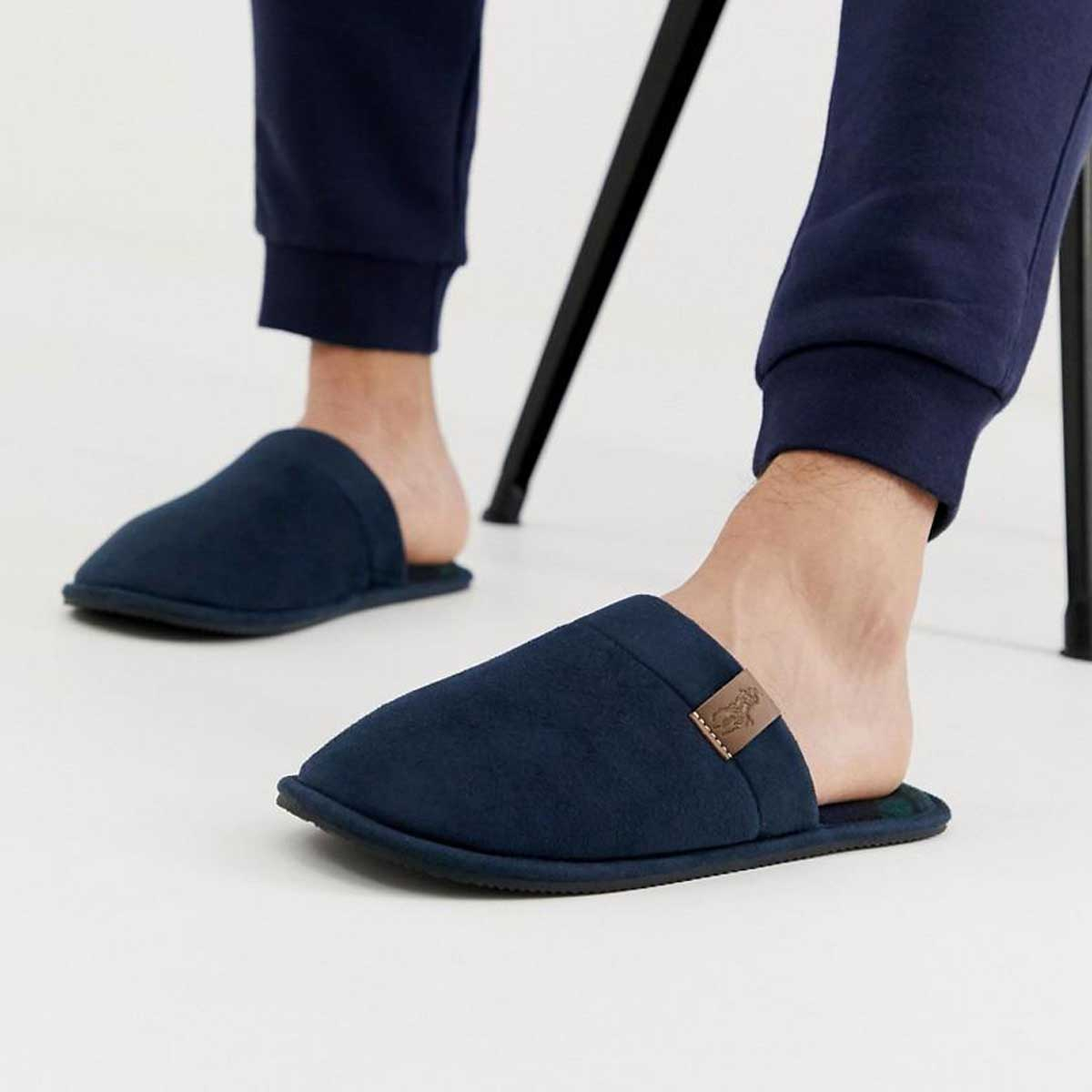 what shoes men should wear at home