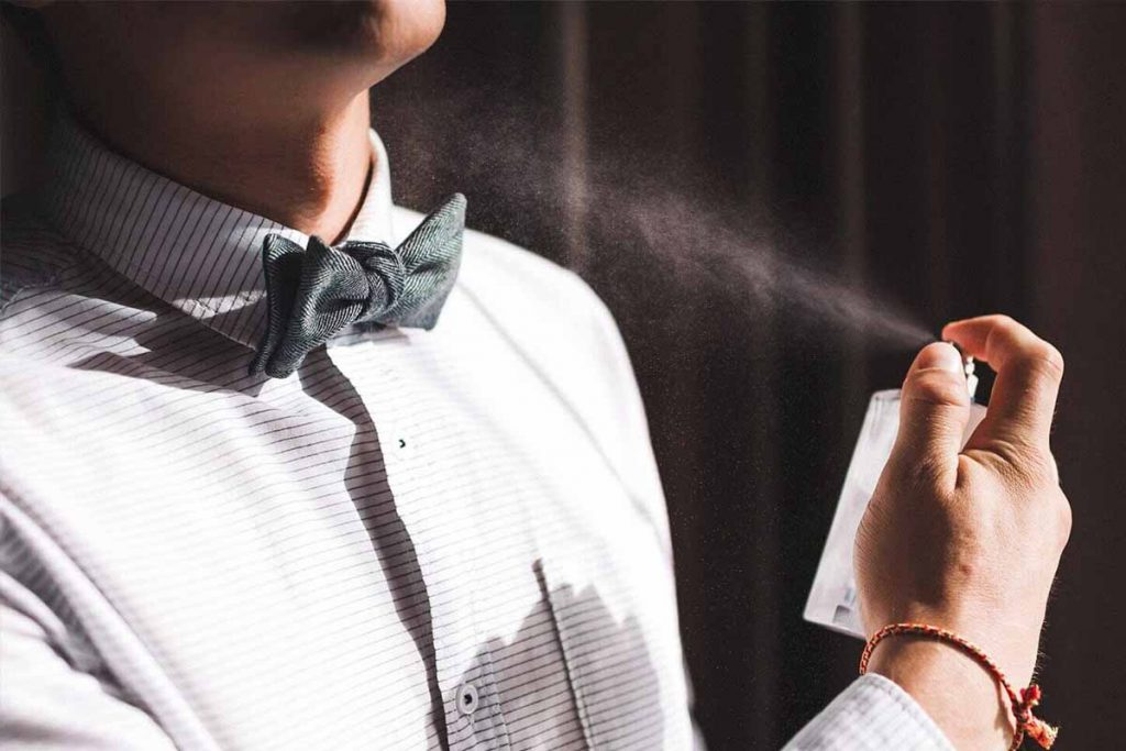 How to apply perfume on clothes in the right way