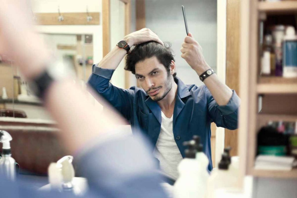 How to apply perfume on your hair in the right way