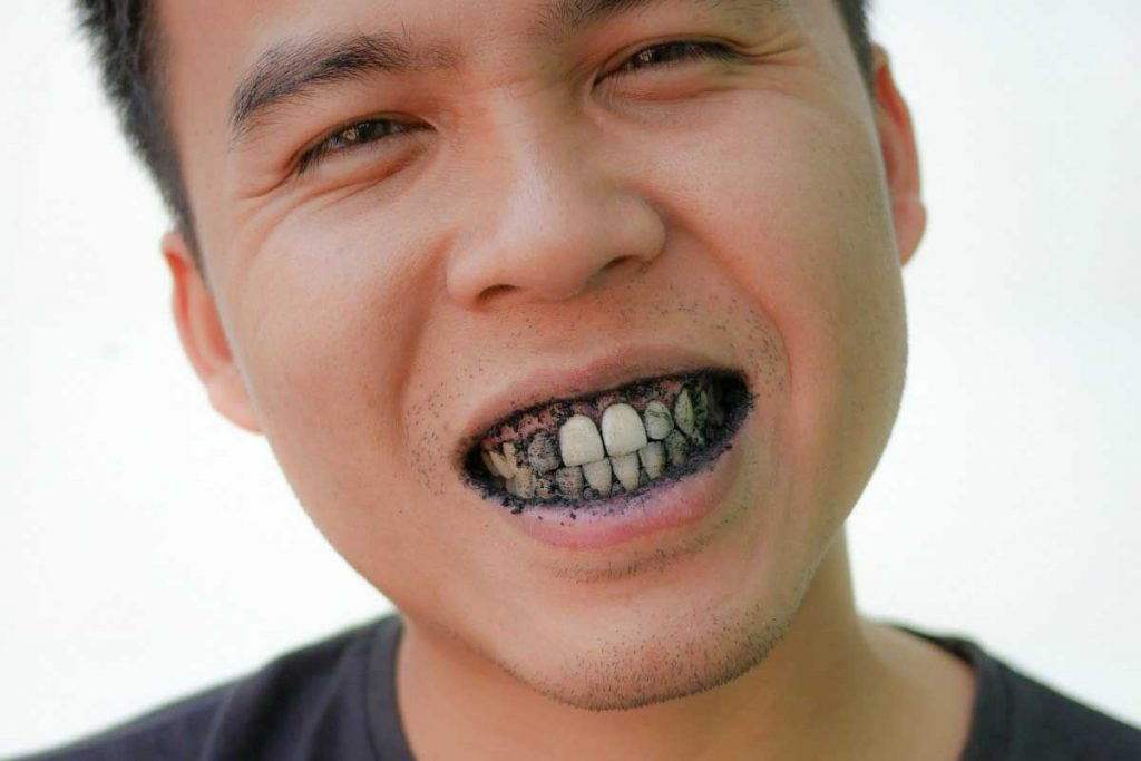 How To Use Charcoal Tooth Powder In The Proper Way